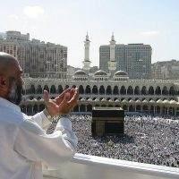 Supplicating_Pilgrim_at_Masjid_Al_Haram._Mecca,_Saudi_Arabia