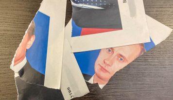 Как в сталинские времена: полицейские выехали на вызов из-за порванного портрета Путина